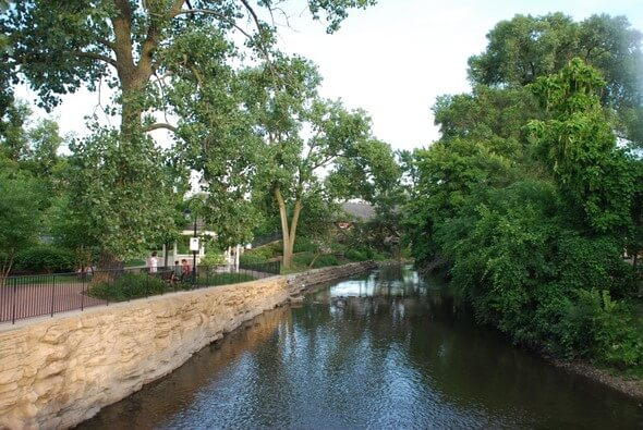 riverwalk-naperville-water-590x395